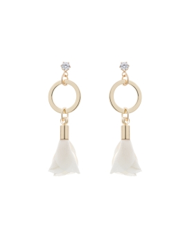 SOFT CREAM PETALS EARRINGS